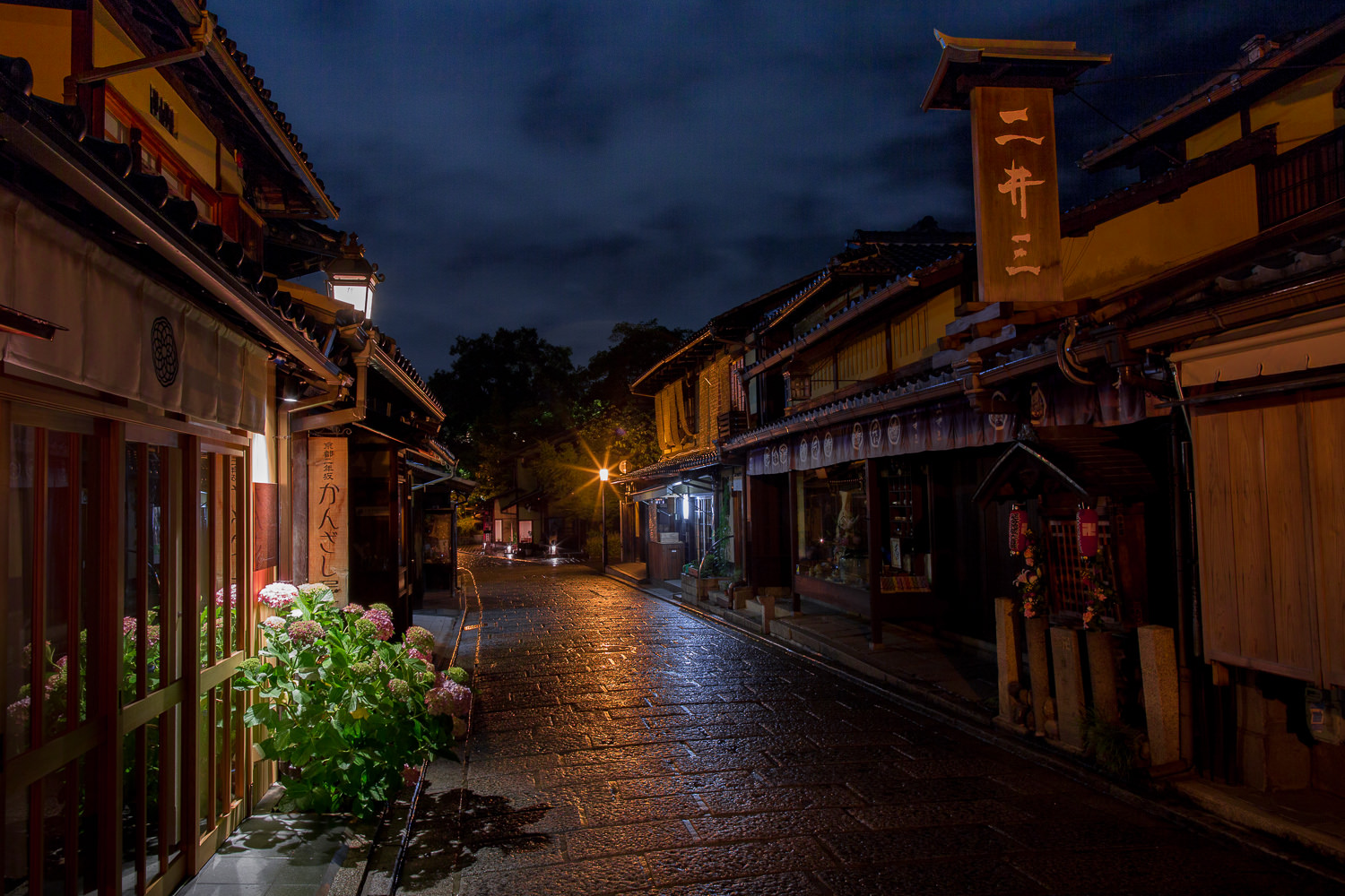 Photo Assignment Kyoto Alleyways At Night