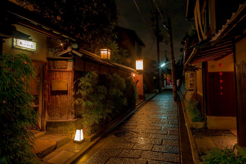 Kyoto alleyways at night